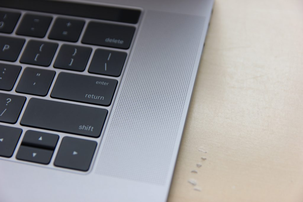macbookpro-with-touchbar-2016-21